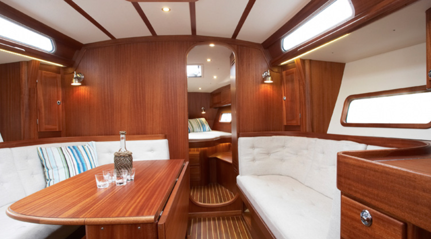 Linjett 43 saloon. Typical Swedish high quality woodwork. Photo by: Rosättra Yard
