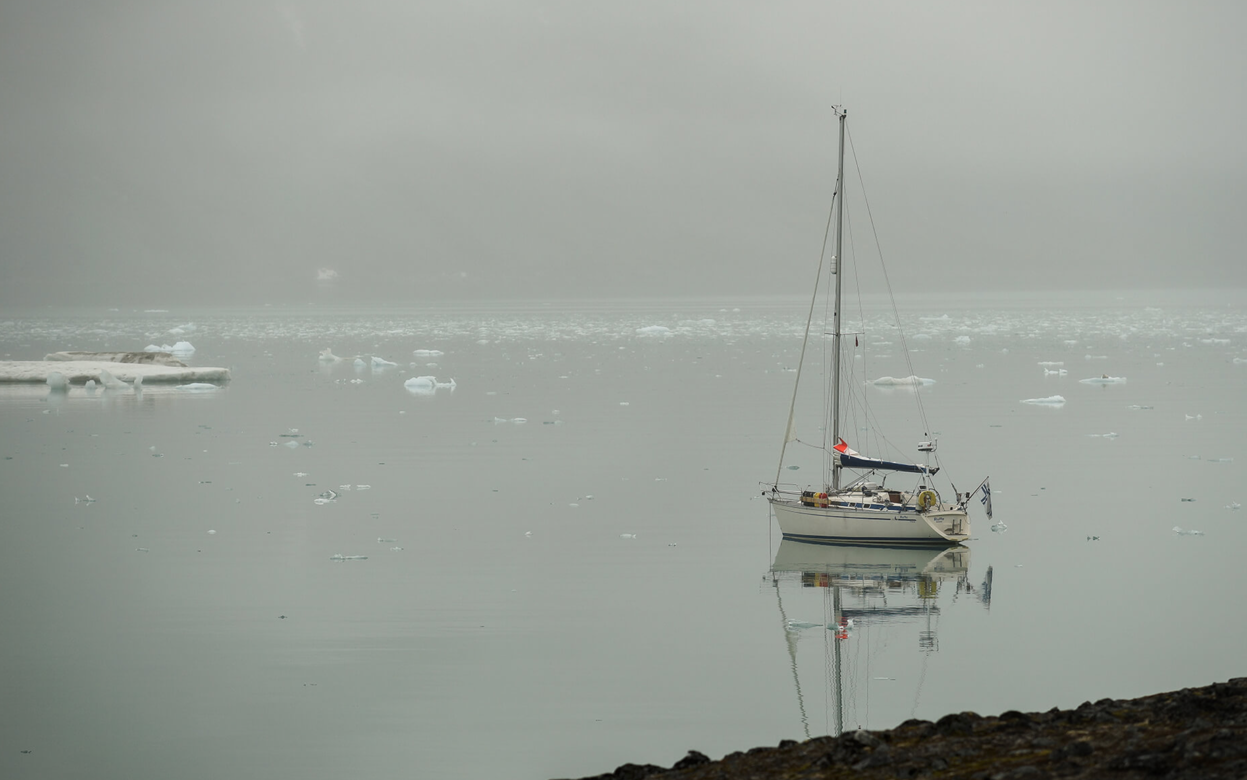 S/Y Ruffe anchored in the Arctic waters of Svalbard