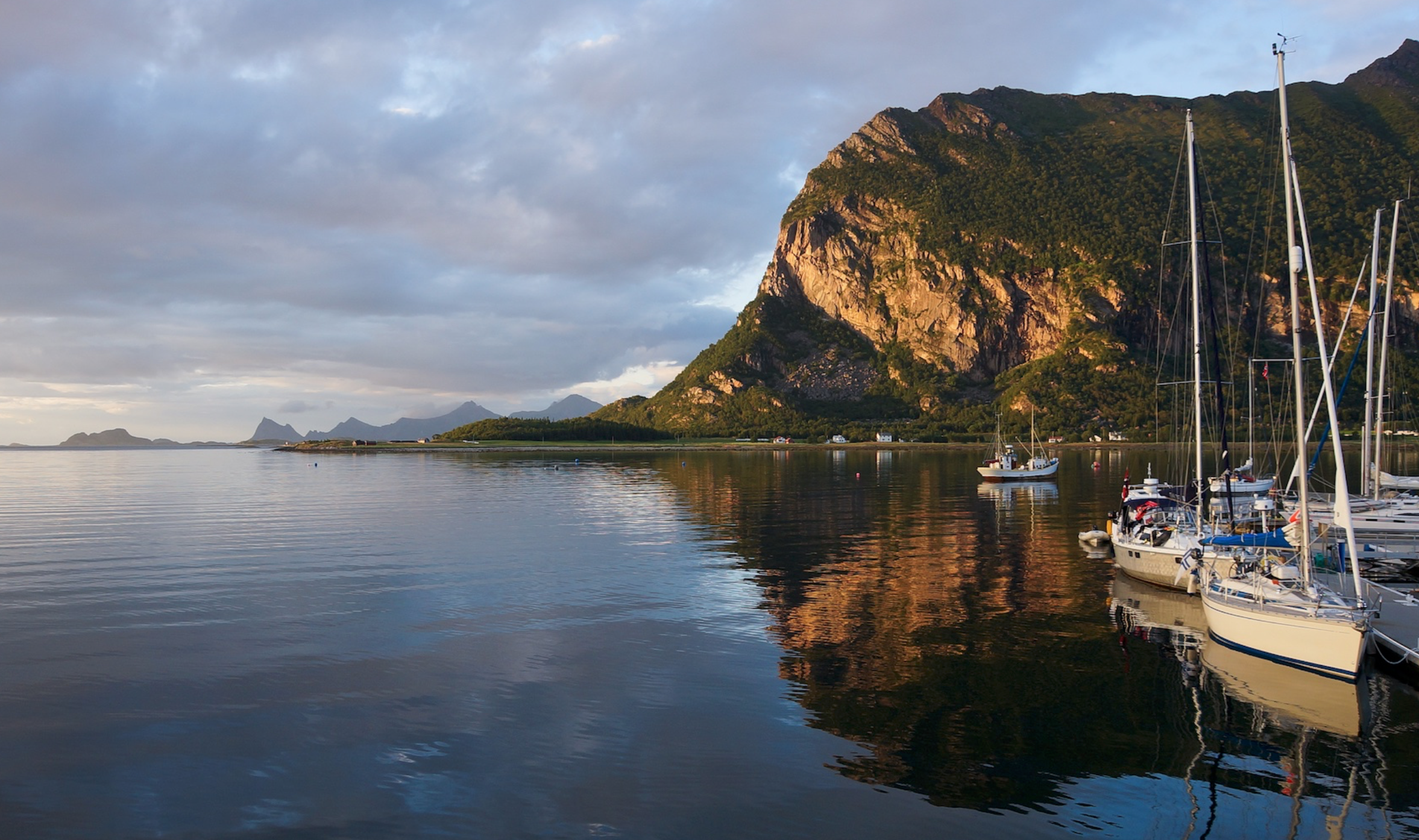Extraordinary scenery in Norway. S/Y Ruffe in the foreground