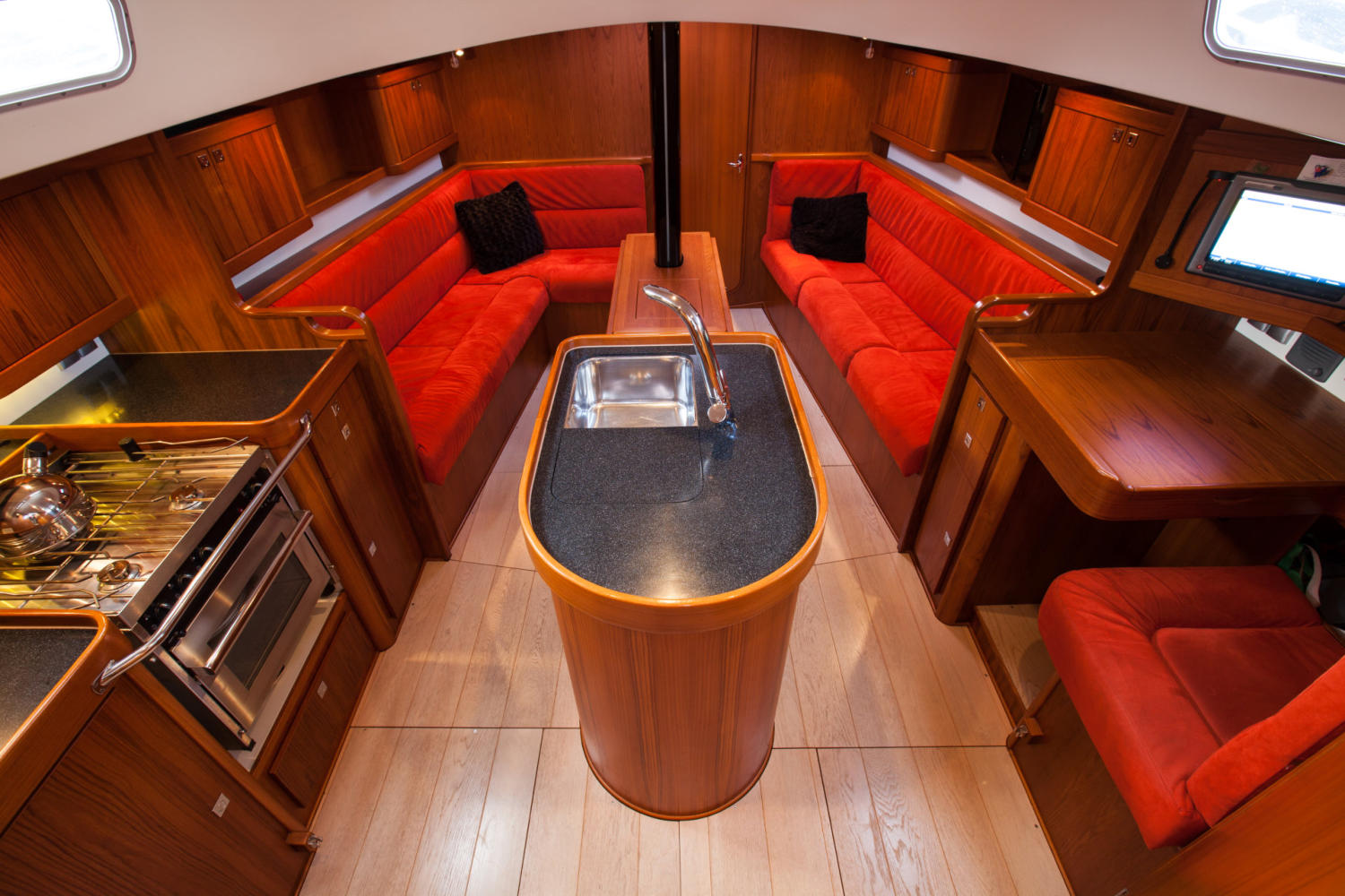 Interior of the Sentijn 37IQ. Photo by: OceanPeople