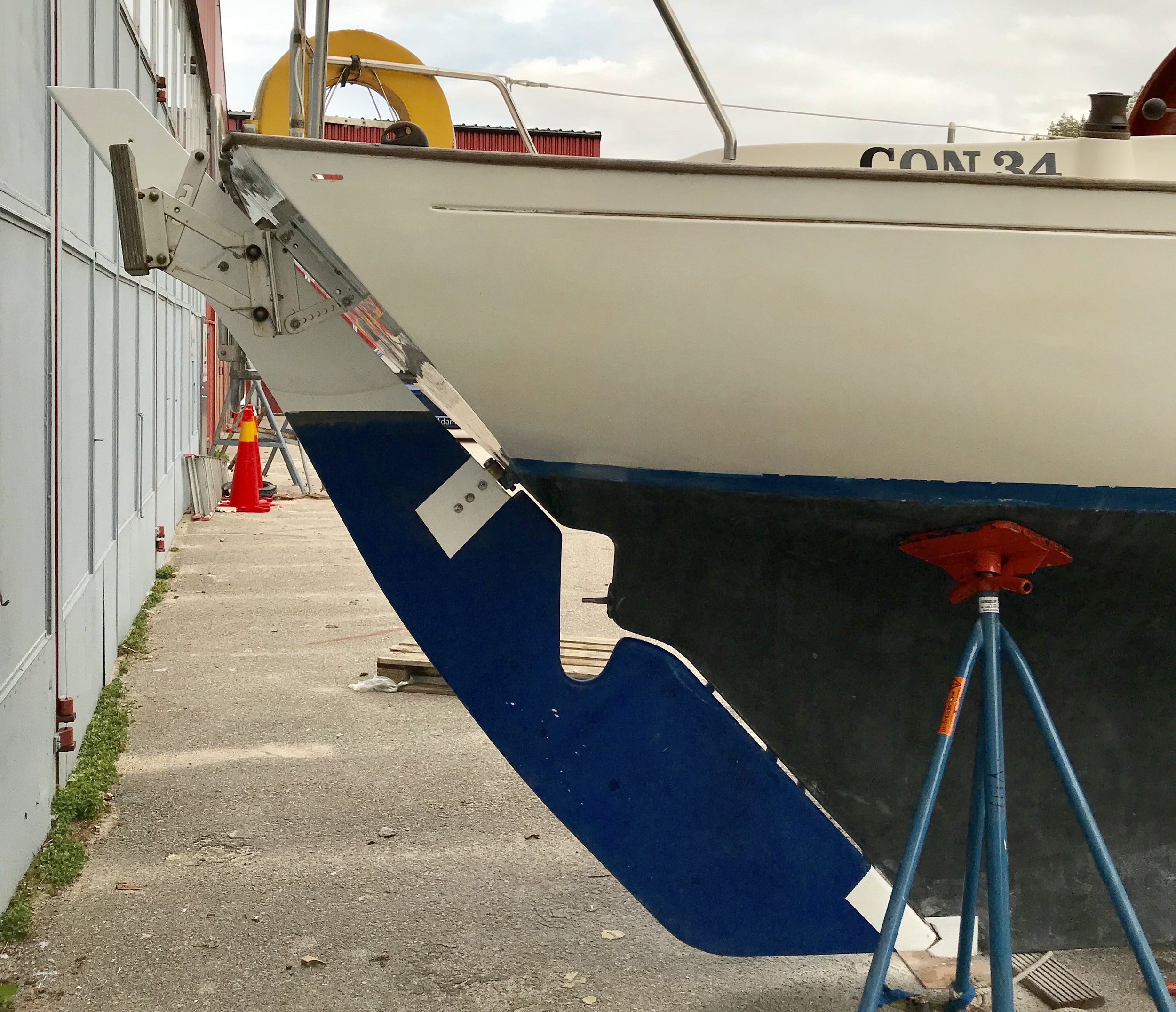 Rudder is back on and the boat looks complete again. Photo by: Daniel Novello