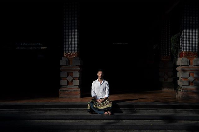 It's amazing to witness my stillness practice decrease, as my movement practice increases.  It's so vital to my state of.... well,  everything. Yet the more I need it the tricker it seems to keep it constant.  Have you experienced the same?  This impromptu moment in time captured by the talented @luciabaragli, at Tirta Empul.  Some much needed stillness in the middle of leading the beautiful movingness of the @radiantlyaliveyoga teacher training.