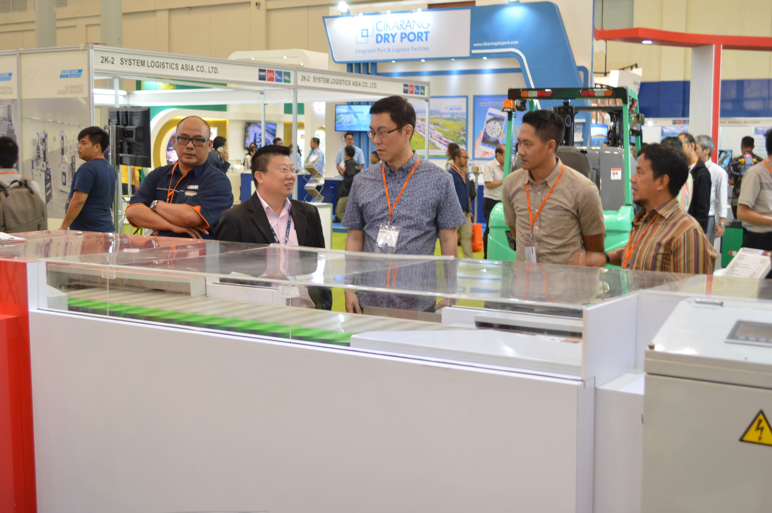 Cheng Hua representative explaining to exhibitors about our product  Megasort Shoe Sorter  that is exhibited during Indonesia CeMAT South East Asia 02-06 May2018.