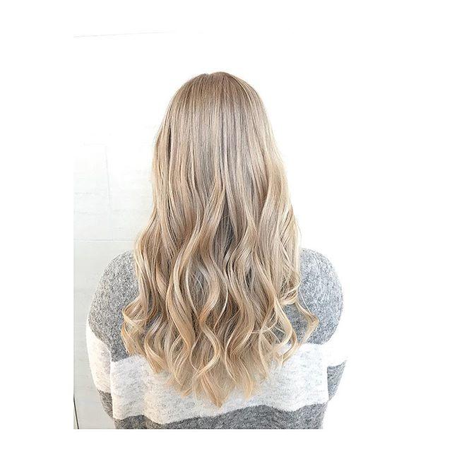 Foliestriper i dagslys☀️Endelig går vi mot lysere tider! Ønsker du lysere hår mot våren, kontakt oss! Informasjon i bio🌸❣️ Frisør: Daniela #bechfrisor