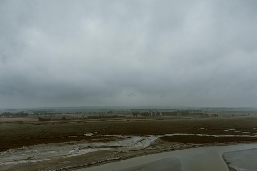 025-france-normandy-british-usa-world-war-ii-troops-beach-water.jpg