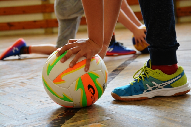 Dodgeball - Dodgeball is a collective sport for boys and girls aimed for the development.of a movement ability. It also develops positive moral features of students. They become more responsible in the teamAimed for: Secondary schoolDuration: 60 minutesLevel of difficulty: 2 (medium)