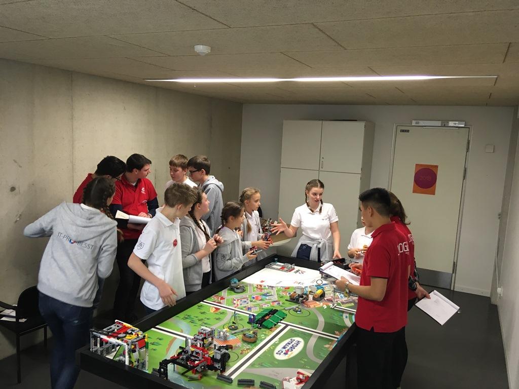 IT-PRO-BESST tím počas súťaže v nemeckom Aachene (2).JPG
