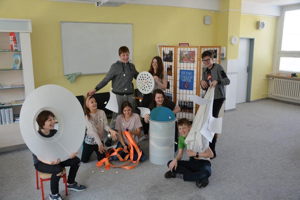 Žiaci trnavskej bilingválnej školy BESST, ktorých veda baví.JPG