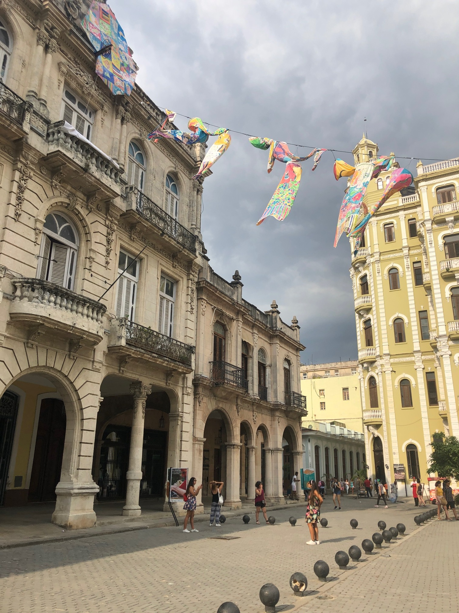 Spanish colonists built Plaza Vieja in 1559. During the Batista regime in the early 1950s it was turned into a parking lot. In the 1980s, when Old Havana was listed by UNESCO as a Cultural Heritage site, architects  began work to restore the Plaza Vieja to its original condition.