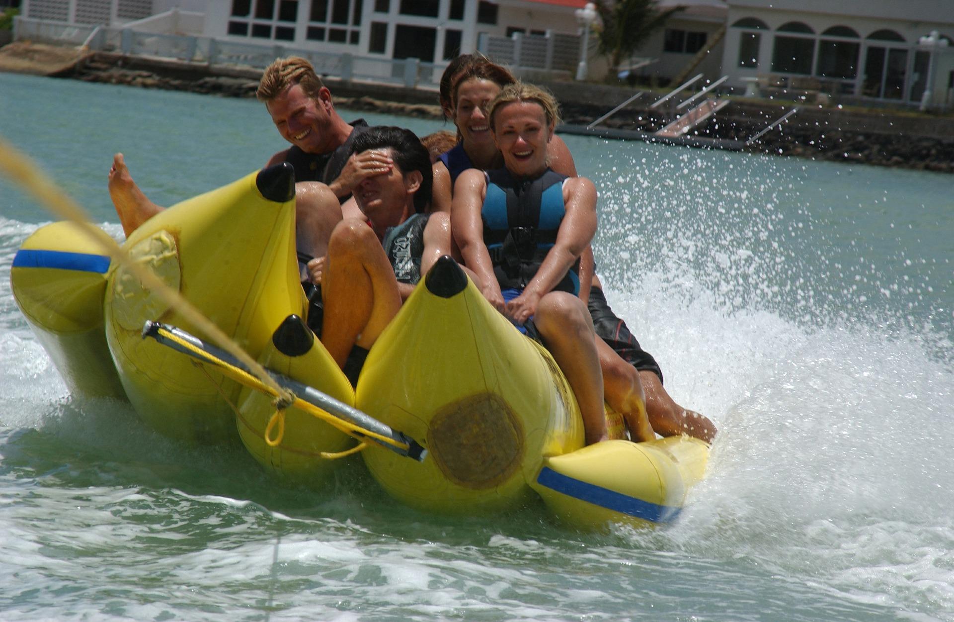 banana-boat-ride-595350_1920.jpg