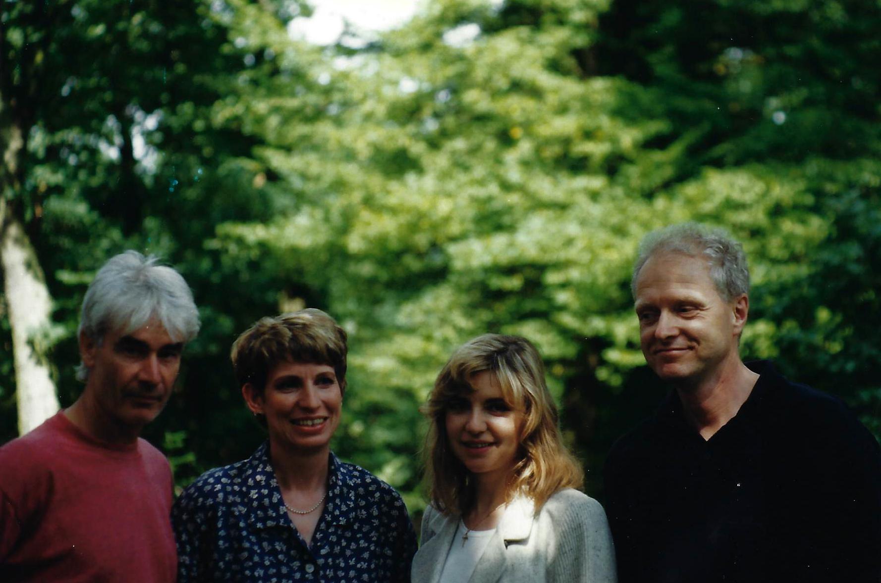Regisseur Wil van Neerven, Duitse en Belgische presentatrice (Lucette) en Uwe Monninghof van de Duitse Omroep