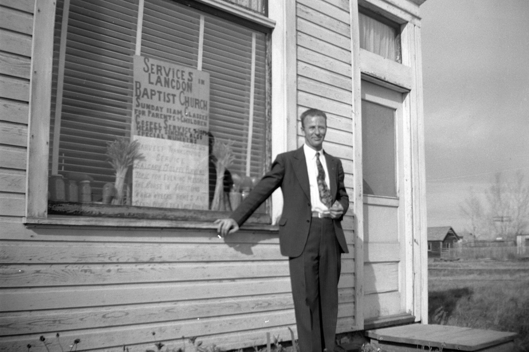 Church pastor Harry Reynolds.jpg