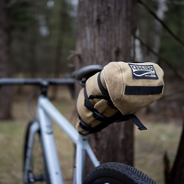 Psssssst. Having taken the form of the Drummond Draw seat pack, a small flock of cedar waxwings has landed. Available now @spokengear and on the interweb. Link in bio . . #cedarwaxwing #waxedcanvas #cedaero #bikepacking #naturalfibers