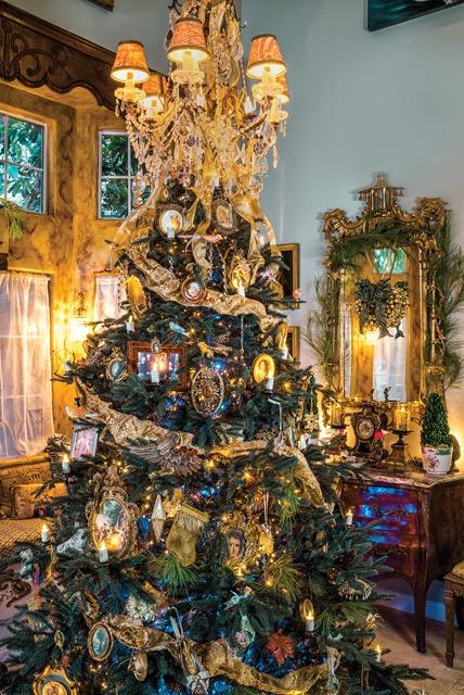 Elegant Christmas Tree Holiday Design by Jennifer Chapman