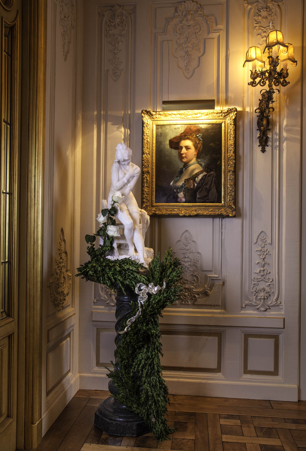 Corner Pedestal Statue Holiday Design by Jennifer Chapman