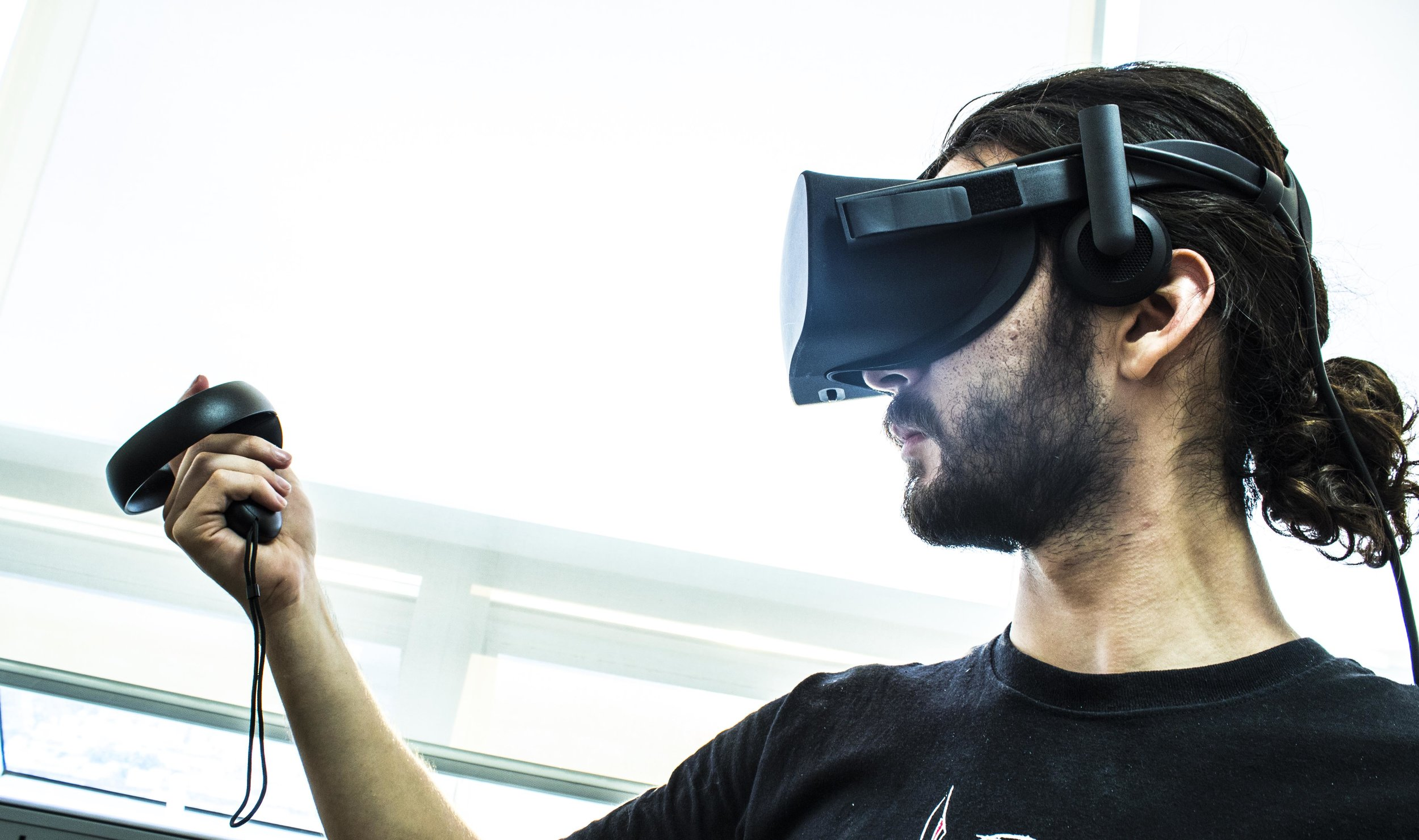 - Virtual Reality (VR) it's the visualization and interactionof a user inside an environment with realisticappearance simulated in a computer and displayed througha Virtual Reality headset