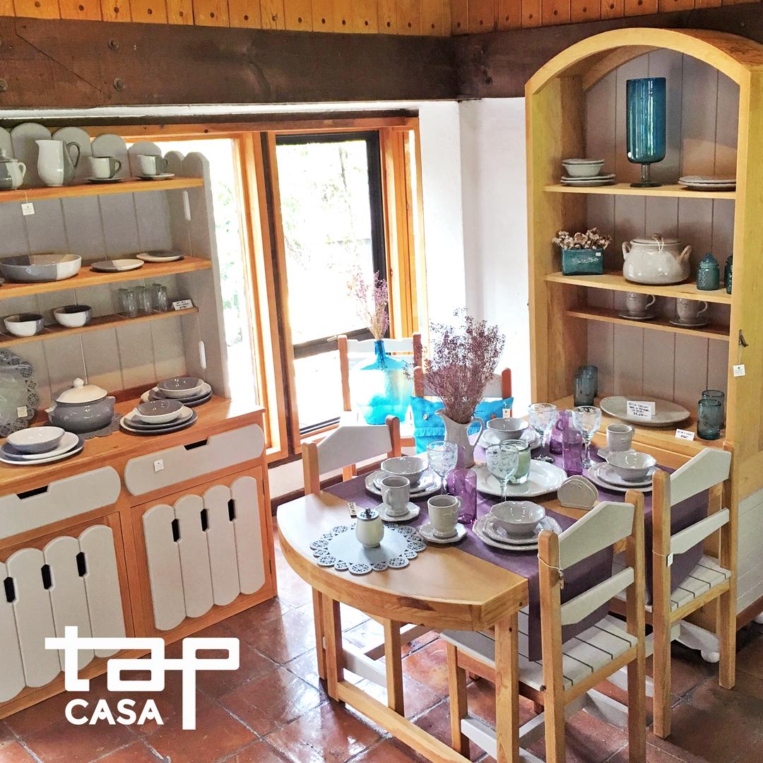 Comedor Plegable hasta para 5 personas, trastero y bufetera con vajilla y copas/vasos de vidrio soplado