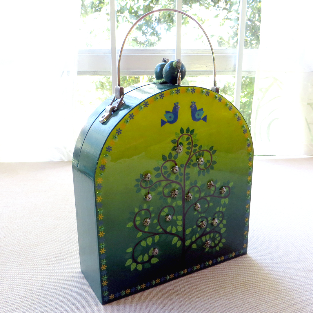 Bolsa de madera pintada a mano
