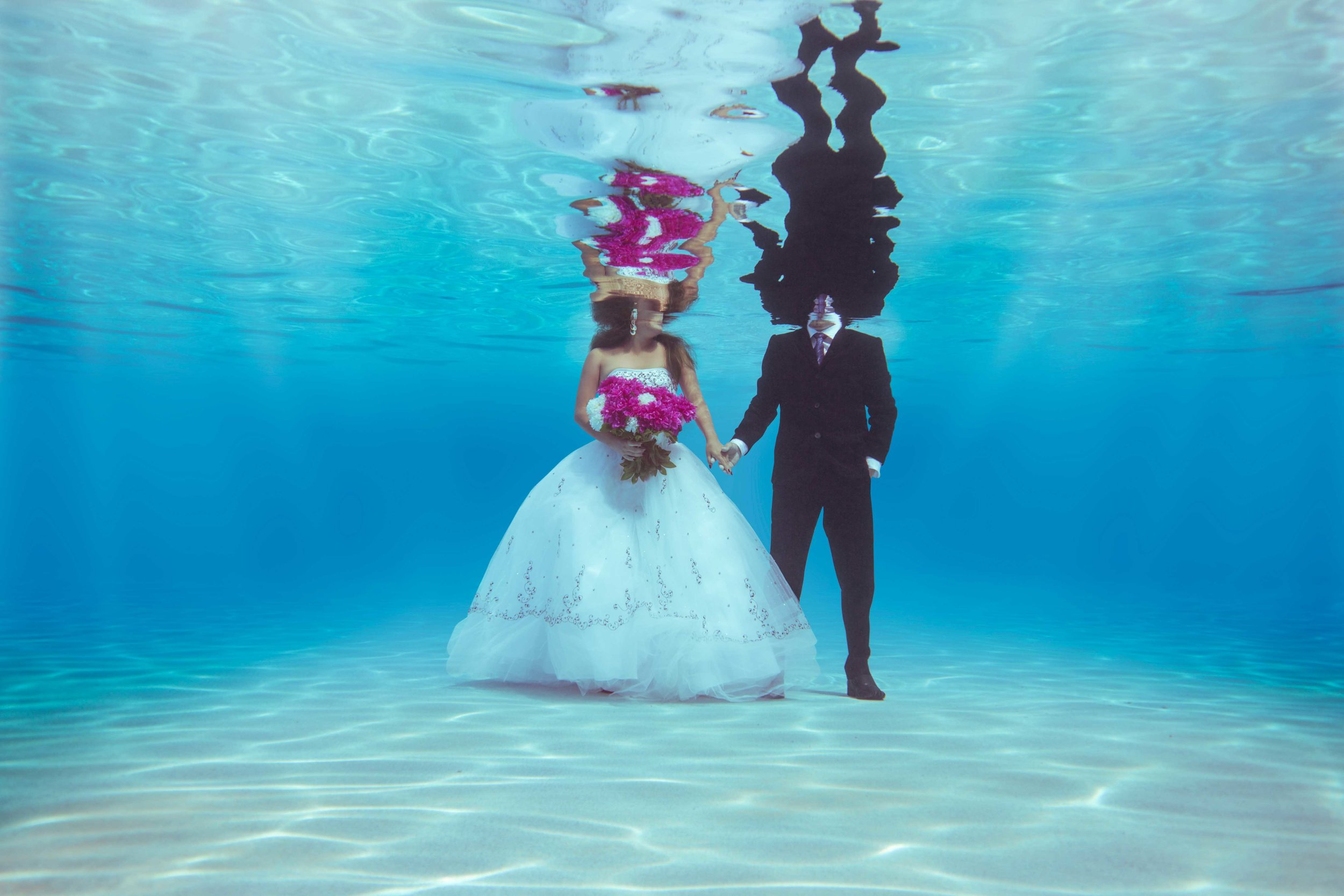 Underwater Bride and Groom in Myrtle Beach SC submerged photos