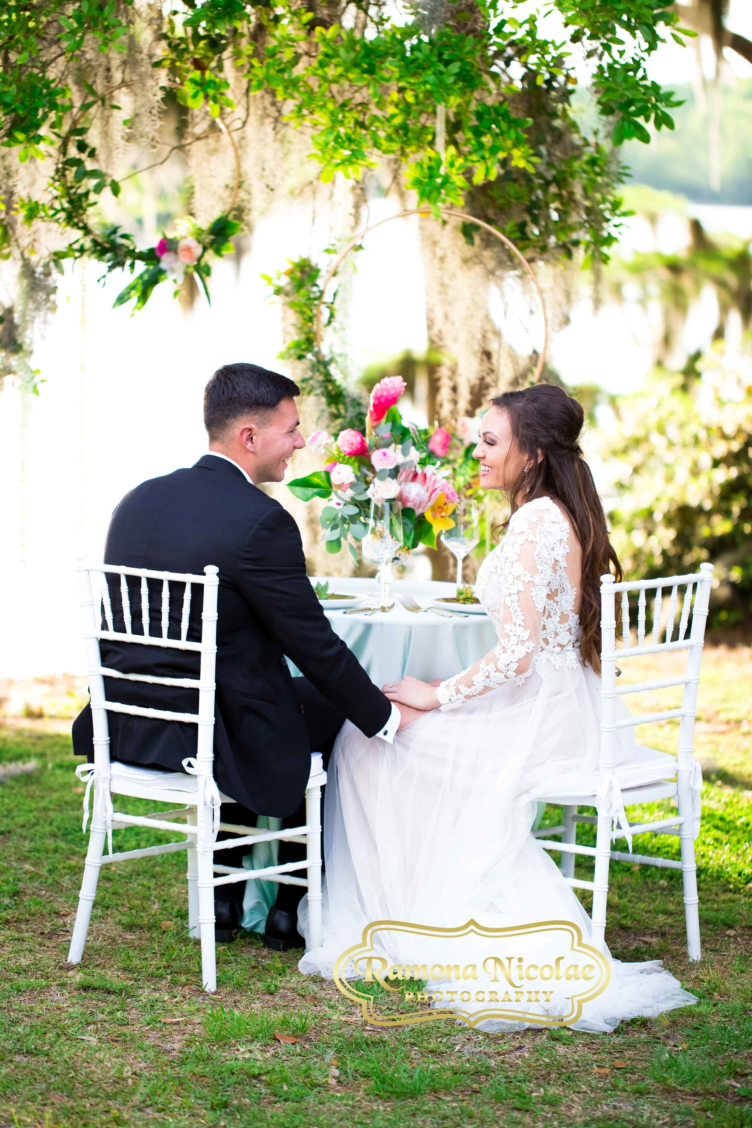 beautiful table setting fpr bride and groom at wachesaw plantation.jpg