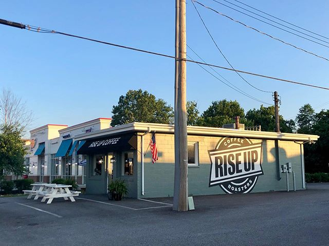 6:30am - Time to start my Saturday in a very good way. 30min early for coffee and breakfast with a good friend here at Rise Up Coffee, Annapolis. I like how the sun is rising higher, too. Life is good. #morningcoffee #riseupcoffee #riseupcoffeeannapolis #goodmorning #coffee #coffeeshop #indiecoffee #saturdaymorning #coffeewithafriend #annapolis #lifeisgood #ilovemyfriends #simplepleasures #grateful #mindfulness #morning #repurposedbuilding