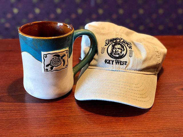 A little early for some coffee time with a friend, so Hem and I are just quietly enjoying being here. Quietly enjoying is a very nice thing to do. #panerabread #coffee #hemingway #sloppyjoeskeywest #hat #seaturtle #coffeemug #coffeewithafriend #beingpresent #grateful
