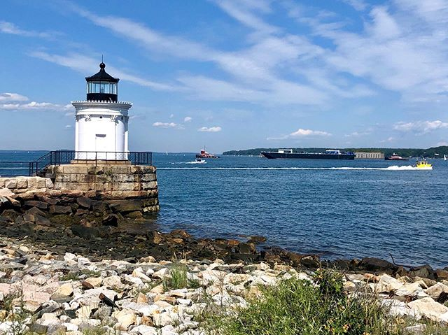 Bug Light, South Portland, Maine. The air is so clean and fresh that is is remarkable. So grateful to be here! #buglightpark #maine #portlandmaine #grateful #lighthouse #travel #peace #lifeisgood