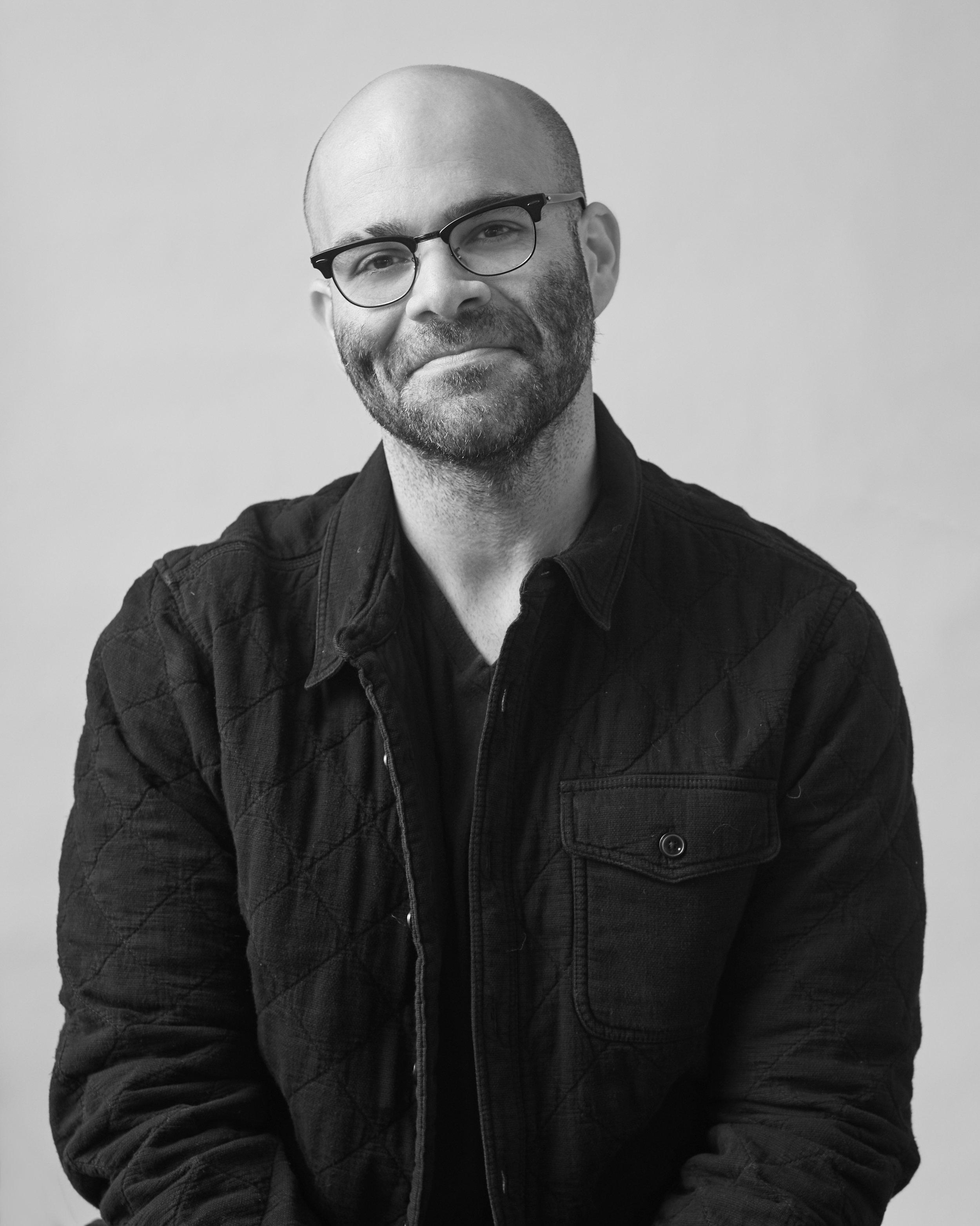 Mike Isaac - 2018.12 - Author Portrait0080 copy.jpg