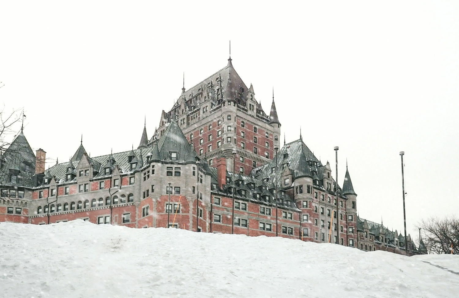 The Chateau Frontenac is not only the most iconic hotel in Quebec, but one of the most photographed hotels in the world! Experience this historic hotel first hand when you travel to Quebec City. #quebec #canada #hotel #castle