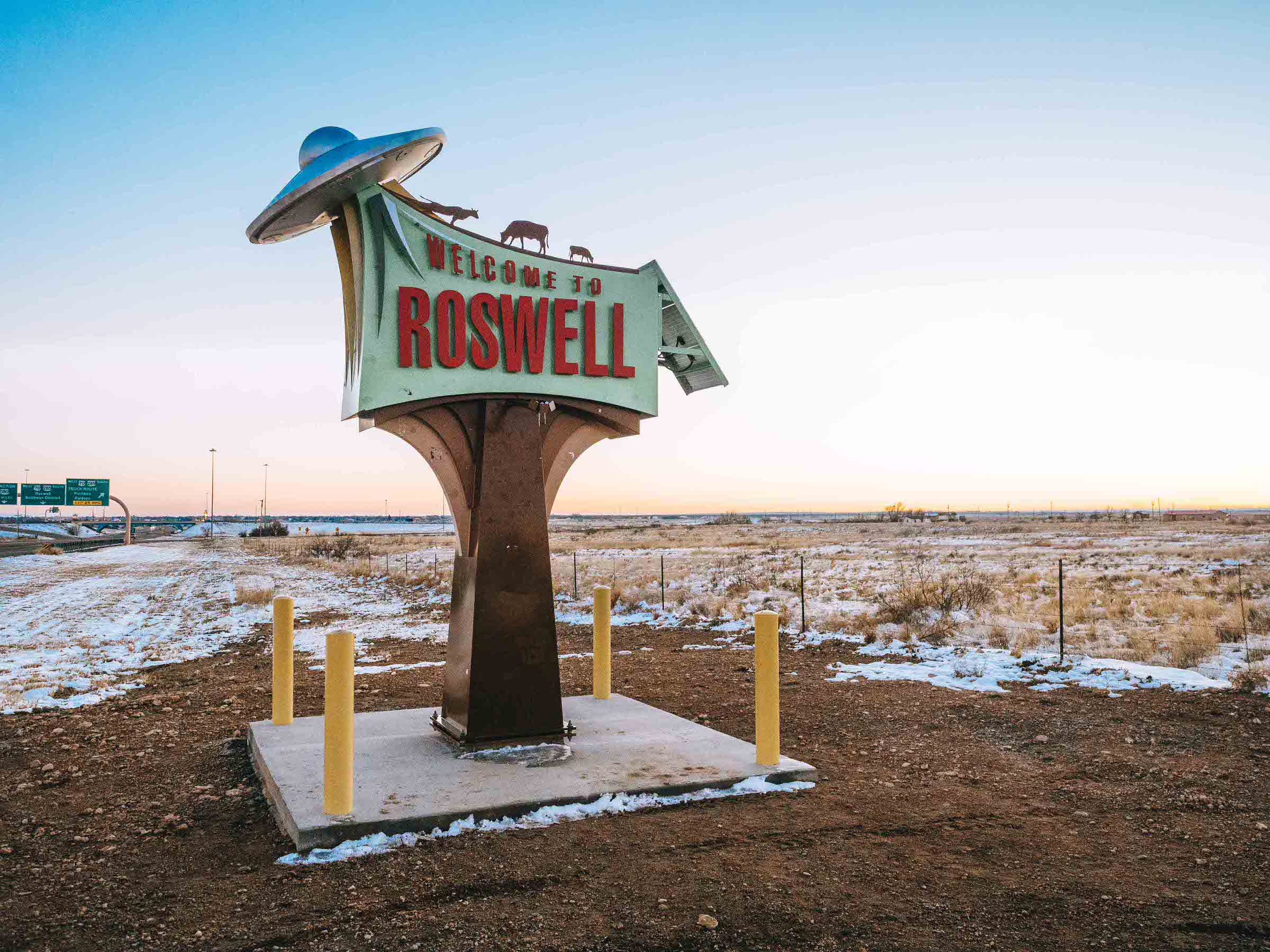 Check out the many things to do in Roswell NM in order to learn about the alleged UFO crash of 1947 that stunned the country. Home to the alien museum plus a lot of people who really care about space, Roswell is a perfect town to visit for a day trip in the Southwest. #roswellnewmexico #aliens #traveldestinations #roswellnewmexicothingstodoin #newmexicotravel
