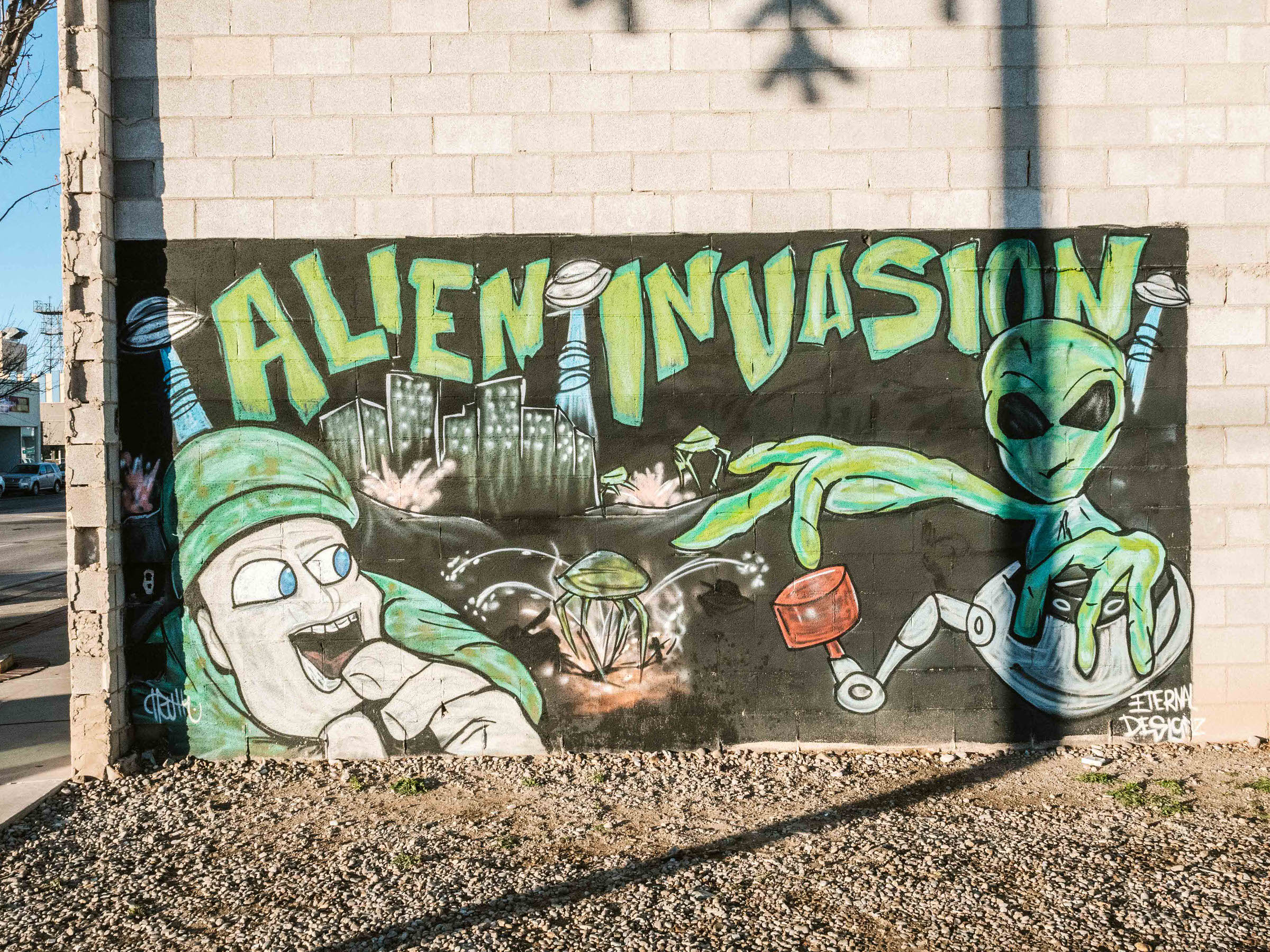 Check out the many things to do in Roswell . NM in order to learn about the alleged UFO crash of 1947 that stunned the country. Home to the alien museum plus a lot of people who really care about space, Roswell is a perfect town to visit for a day trip in the Southwest. #roswellnewmexico #aliens #traveldestinations #roswellnewmexicothingstodoin #newmexicotravel