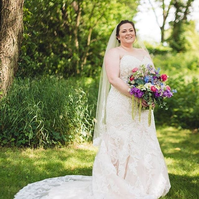 Just look at that smile! A's happiness is just contagious. ❤️ Thanks for letting us be part of your amazing day!! . . . Vendor Love: Photographer 📸: @westleyleonstudios Makeup Artist 💄: @makeupbykeria Venue: @bluedressbarn . . . .  #floradashery #michiganwedding #barnwedding #flowersmakemehappy #smile #weddingflorist #ihavethisthingwithflowers #flowers #bride #bridalbouquet #eventflowers #weddingflowers #succulents #isntitlovely #flowersofinstagram #flowerstarz #freshflowers #weddings #weddingflowers  #inspiredbypetals #instaflower #thatsdarlingmovement #teamworkmakesthedreamwork #theweddingmag #floralstoryteller #floralstories #womenentrepreneurs #flowersandotherstories
