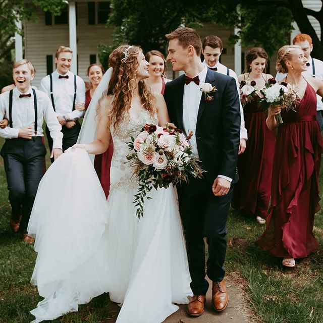 These two love birds ❤️ #bestdayever 😍 #weddingphotography : @sadielanephotography  #weddingvenue : @stjoefarm . . . . #floradashery #indianawedding #ndwedding #notredame #ndwedding #eventrentals #flowers #bride #groom #bridetobe #weddingparty #bouquet #weddingflowers #flowersofinstagram #weddinginspo #flowerstarz #weddings #weddingflowers #inspiredbypetals #instaflower #floralstoryteller #floralstories #underthefloralspell #flowersandotherstories