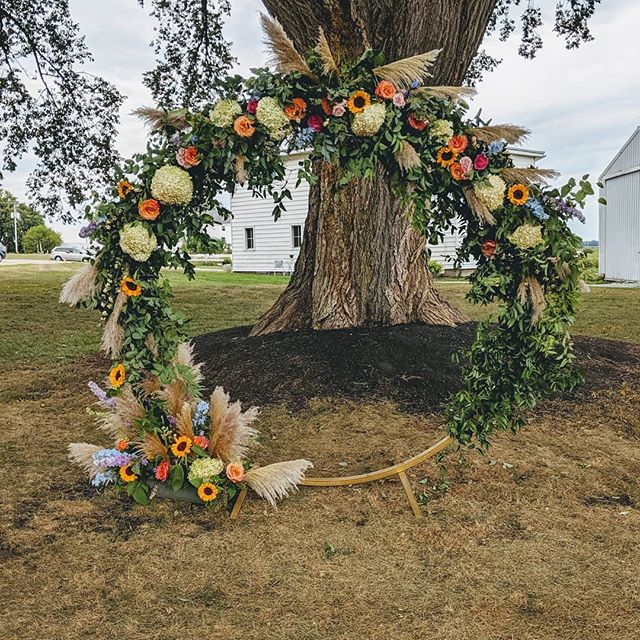 Moongates are just so magical, aren't they?! The perfect backdrop for saying yes to forever. ❤️ . . . #moongate #outdoorwedding #farmwedding #indianawedding #barnwedding #fallwedding #floradashery #floralstories #notyouraverageflorist #morethanaflorist