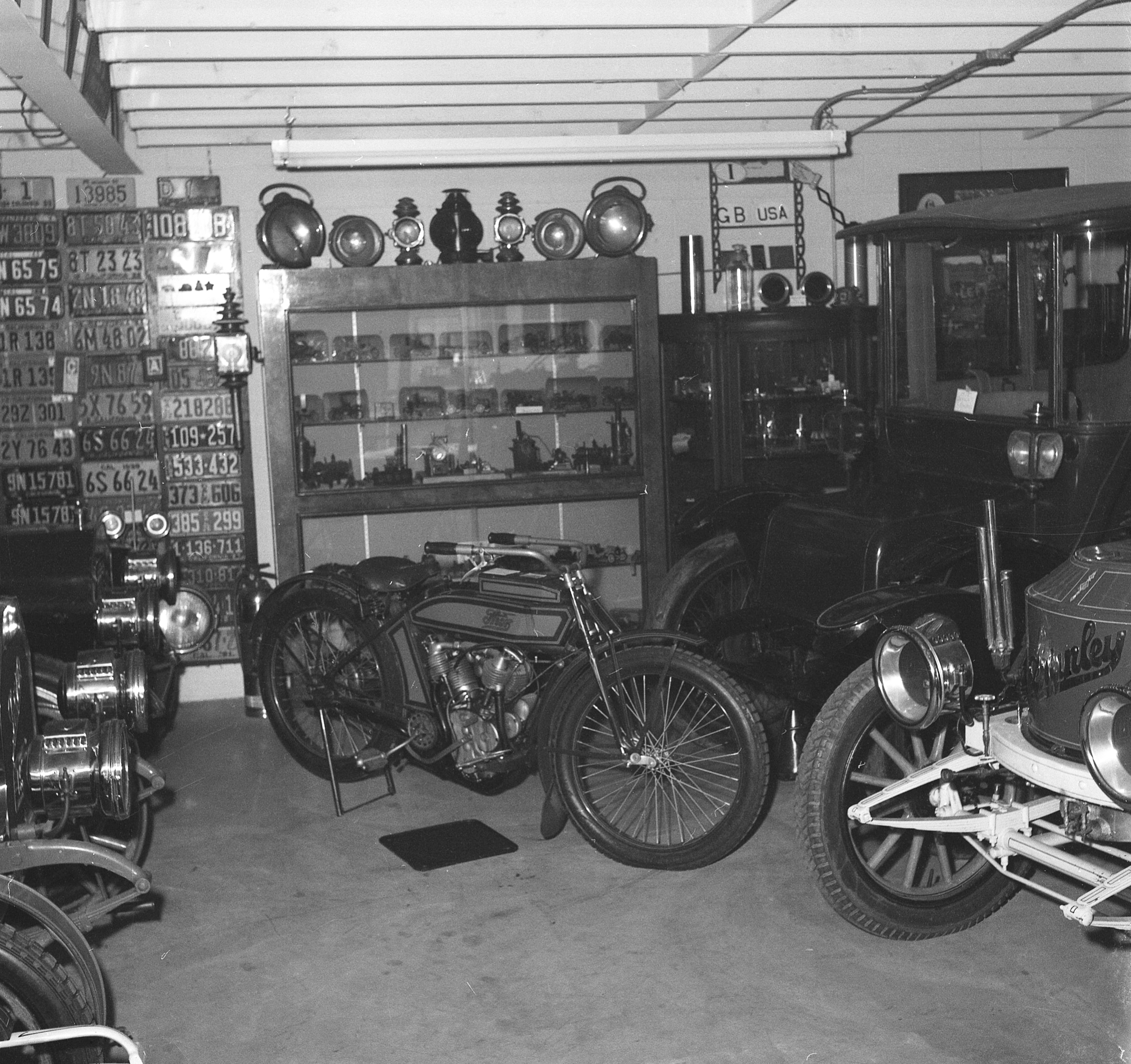 1957 - Ray Nelson's newly constructed Big Garage