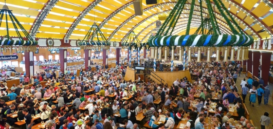 München,_Löwenbräu-Festhalle,_Oktoberfest_2012_(03).jpg