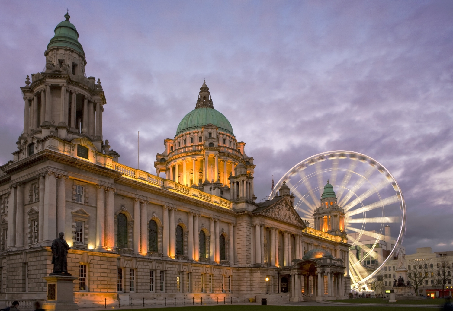 Belfast (Northern Ireland's Capital) - In recent years Belfast has made a remarkable transformation, though once shunned by visitors unnerved by tales of the