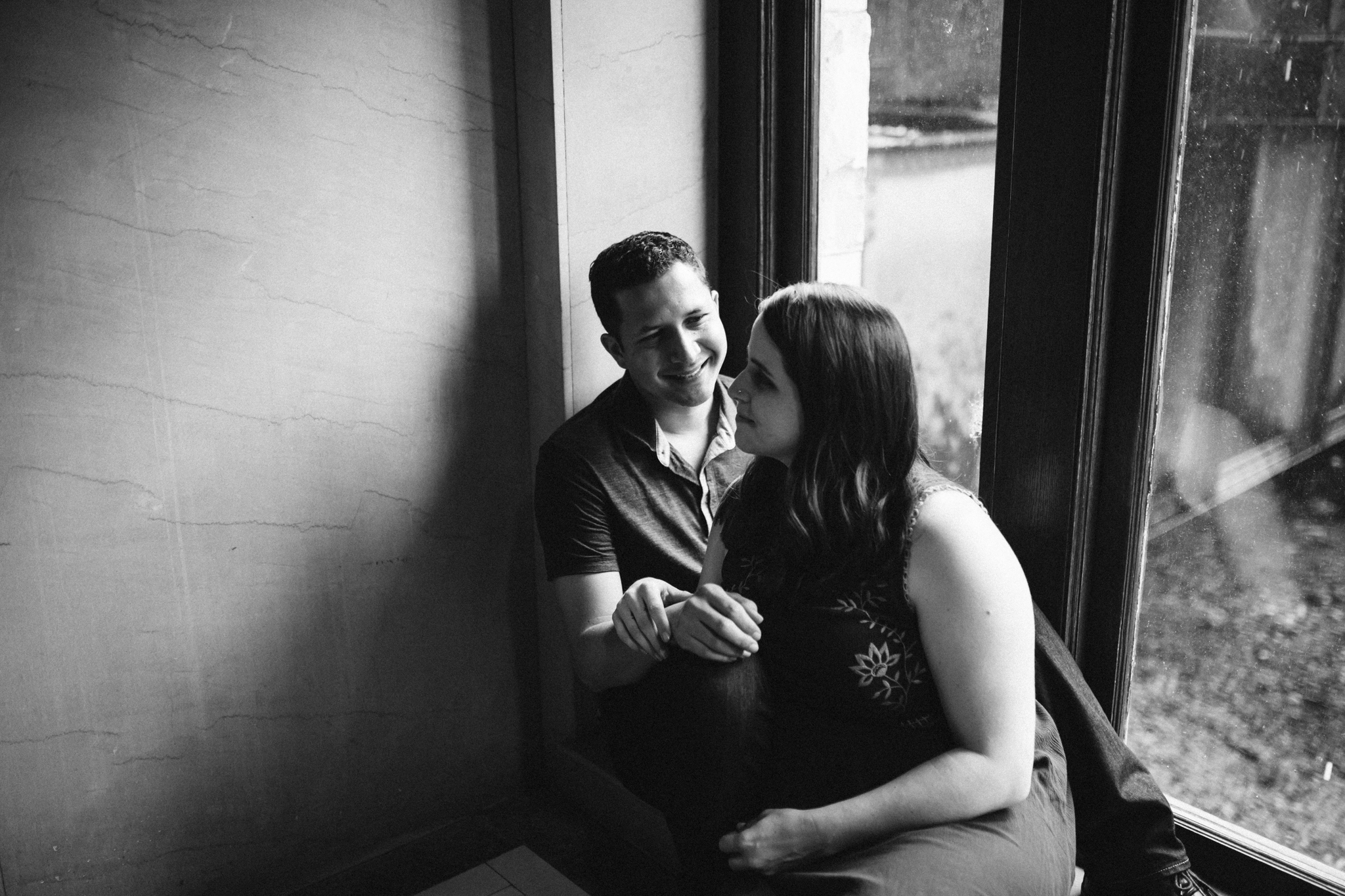 rachel_alex_richmond_engagement_session_mainstreetstation_rebeccaburtphotography.jpg