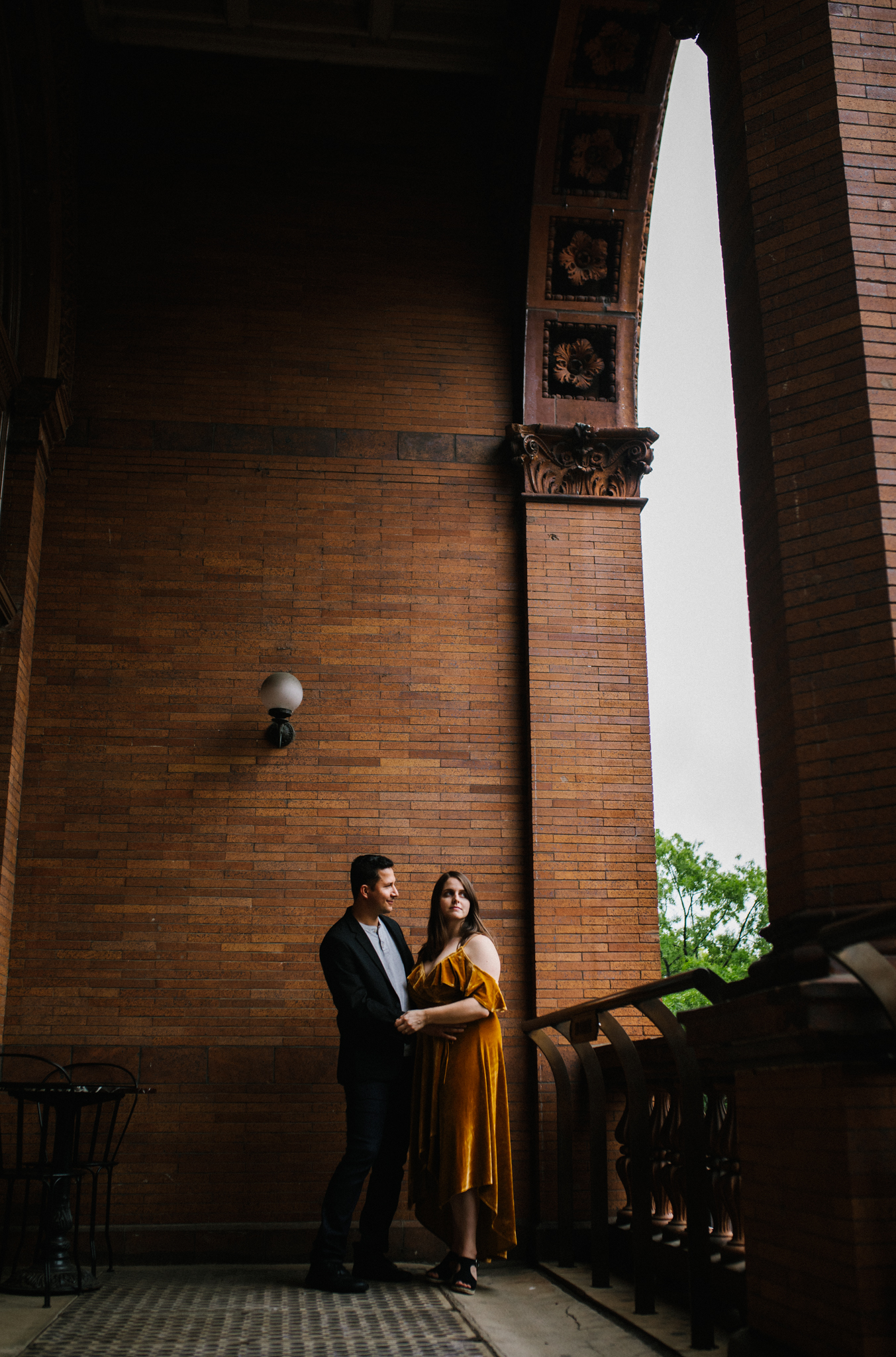 rachel_alex_richmond_engagement_session_mainstreetstation_rebeccaburtphotography-21.jpg