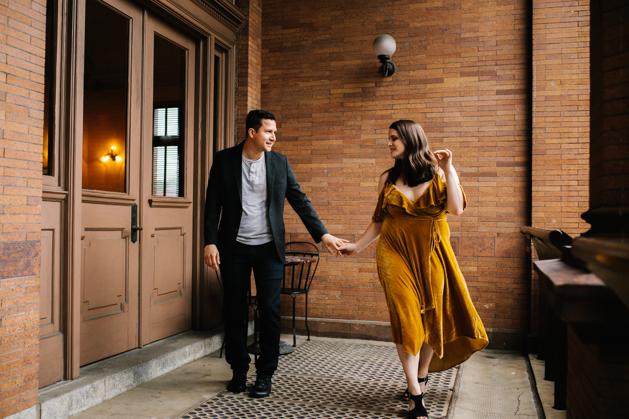 rachel_alex_richmond_engagement_session_mainstreetstation_rebeccaburtphotography-31.jpg
