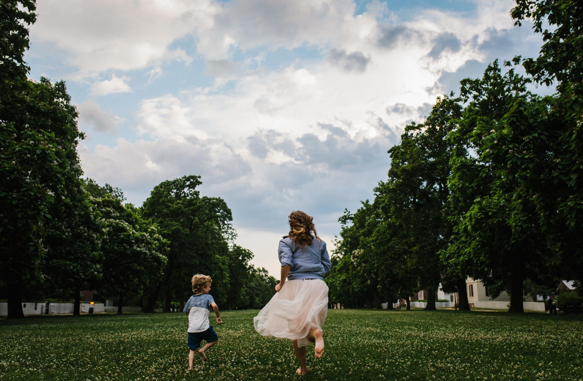 Nicoleandjack_colonialwilliamsburg_mommyandme_meadowsfrozencustard-61.jpg