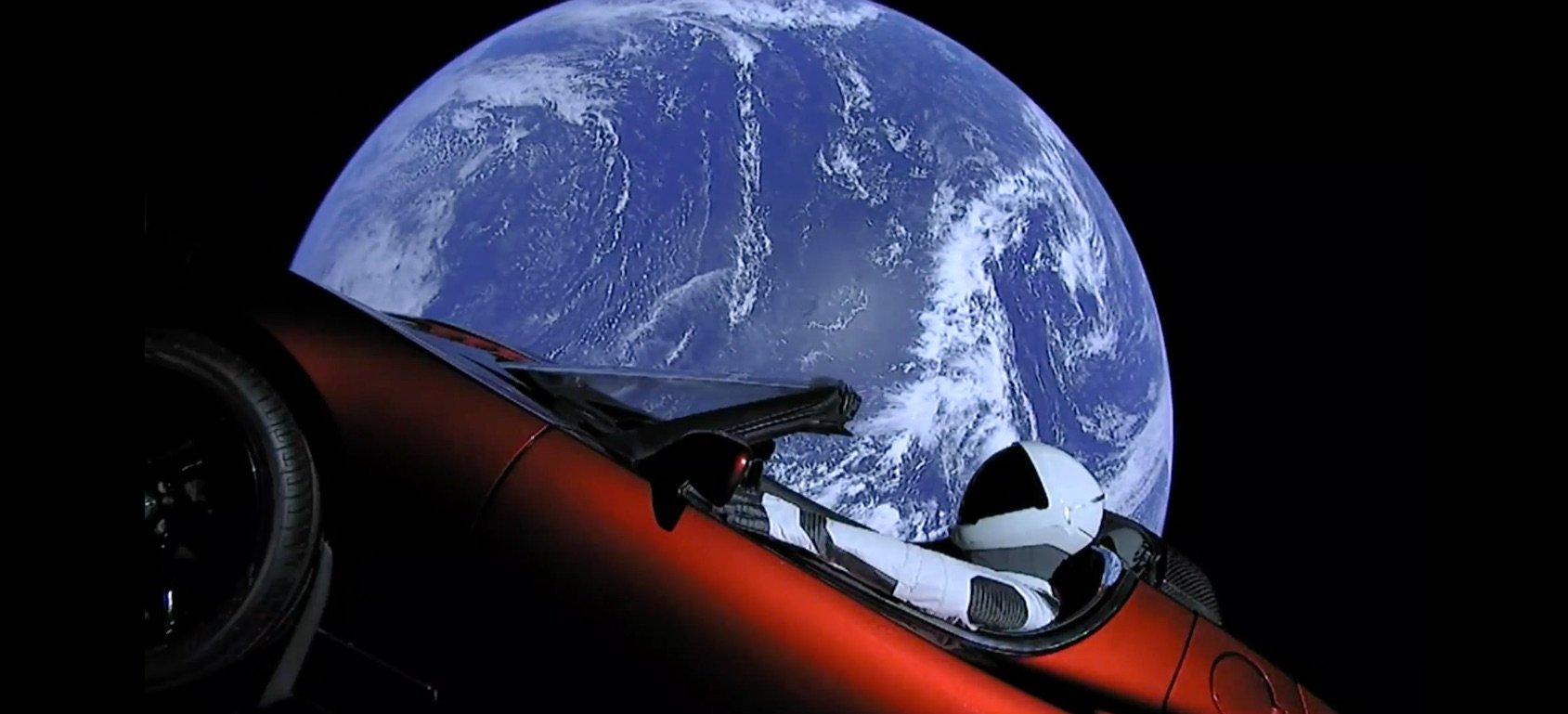 출처: Space X - Starman
