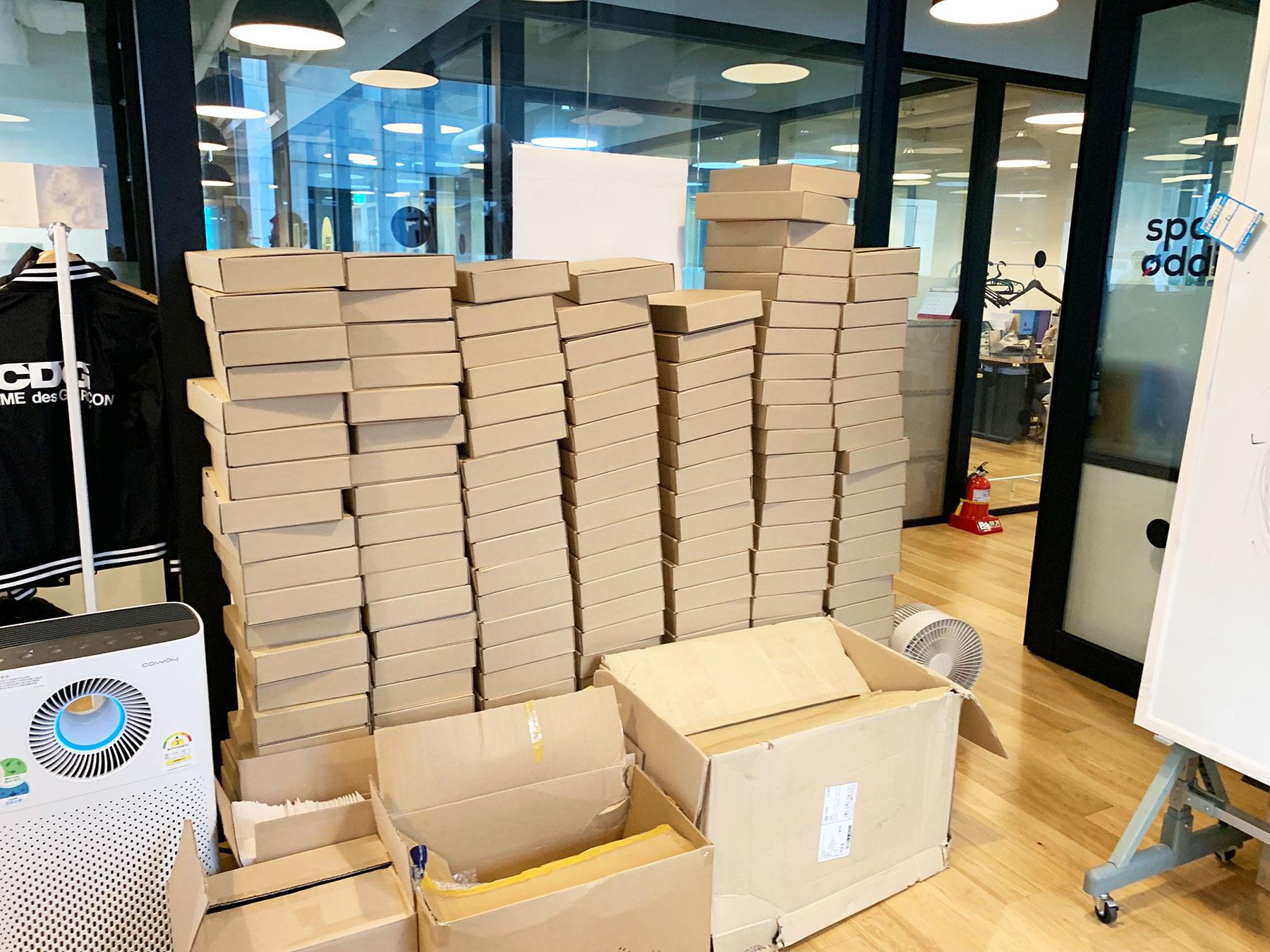 요원들 모두의 도움으로 박스 170여개 포장 완성!