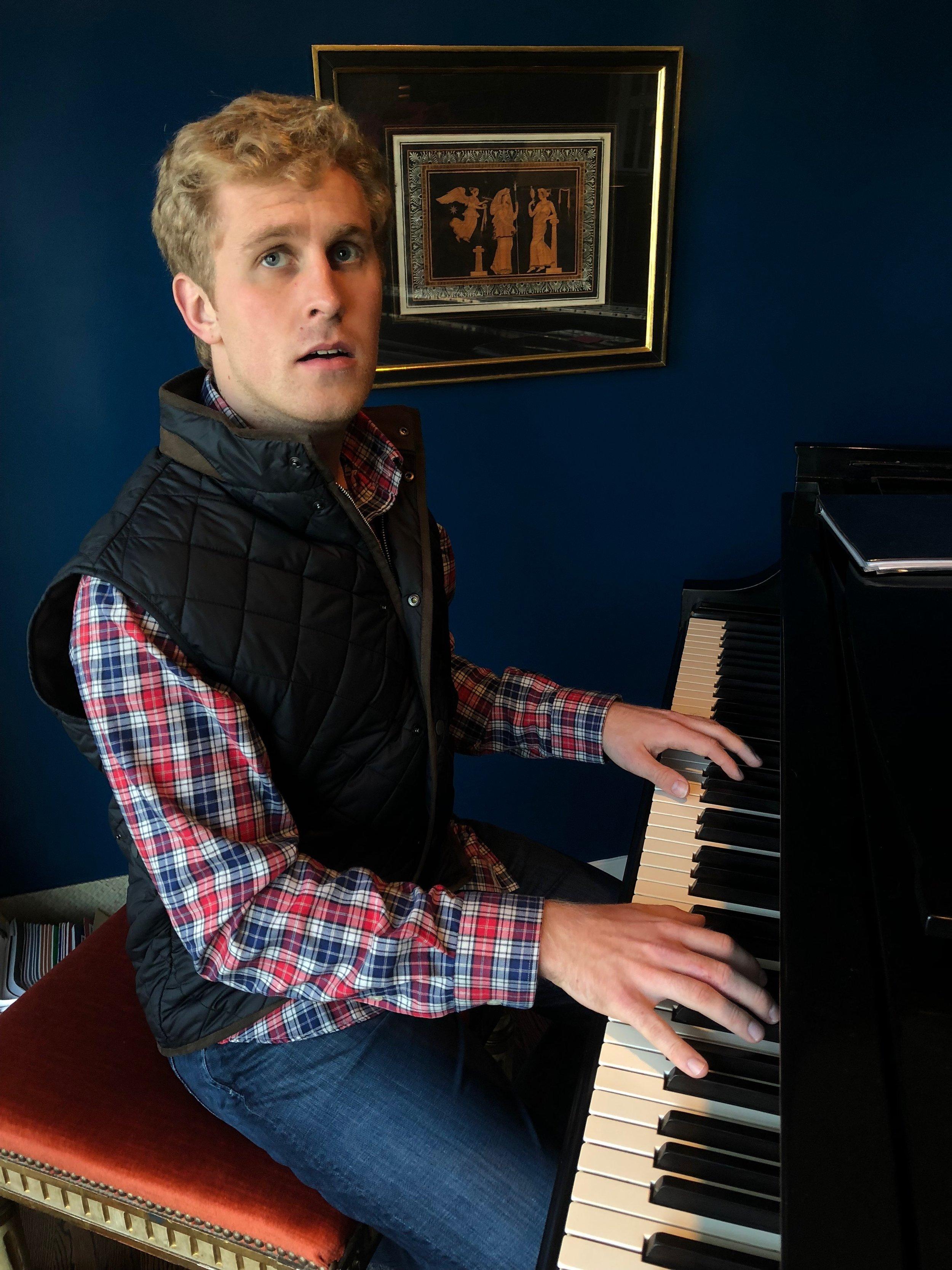 max-mccali-music-maxmccali-musician-guitarist-pianist-piano-recordingartist-singersongwriter-singer-songwriter-countrymusic-popmusic-edm-dancemusic-tropicalhouse-newmusic-recordingstudio-beach-playingpiano-style-passion.JPG