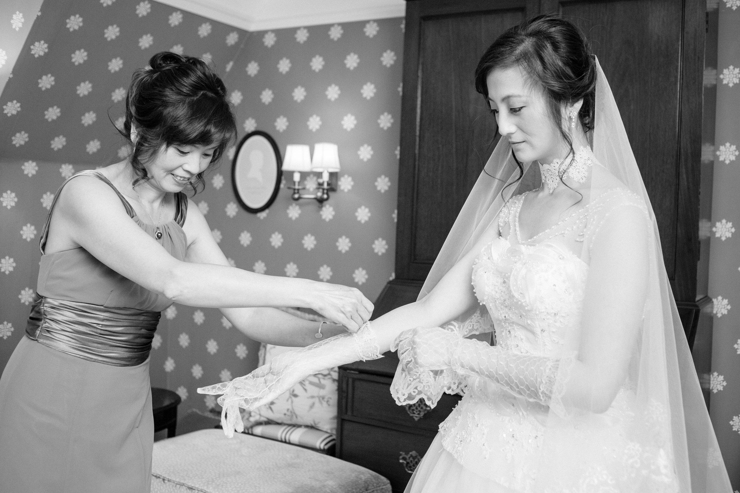 2017_04_30_jenny_jonathans_wedding_getting_ready-107.jpg