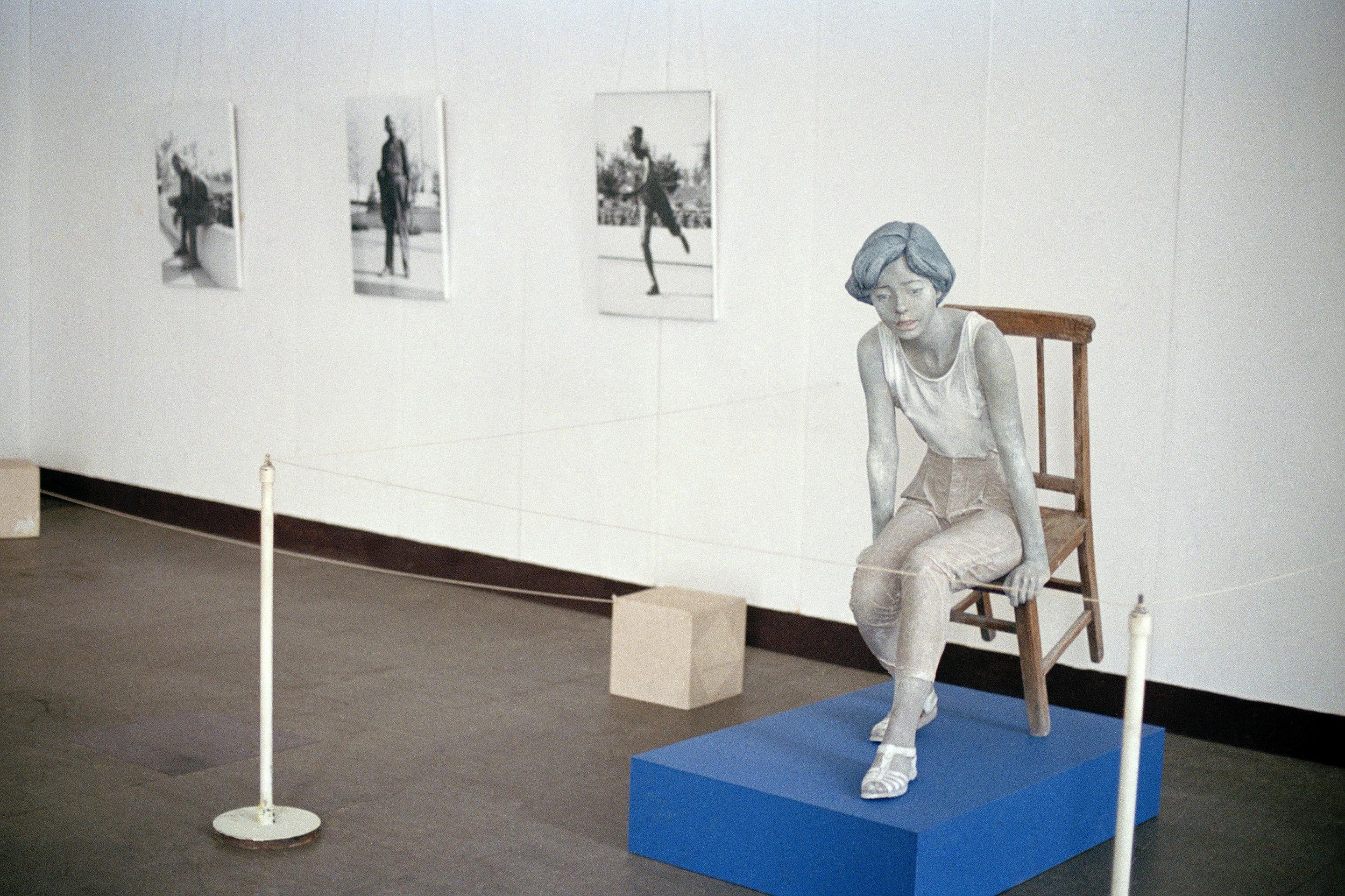 【新生代艺术展】展望1991-夏日女孩-雕塑、照片-尺寸可变.jpg
