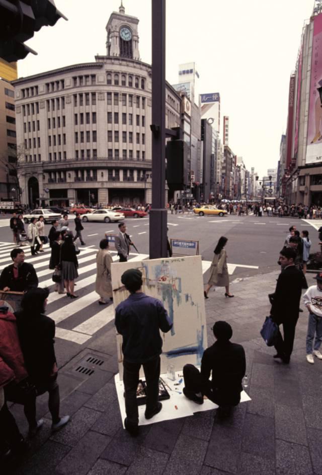 """""""银座漫步艺术"""",天狗项目(小沢刚,松桥六男),行为表演,1993 年,摄影:中村政人"""