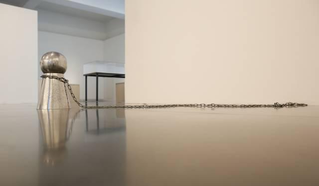 中村政人,禁止停车/钥匙孔形状01,1993年,钢铁,39.5× 24.5 × 24.5厘米