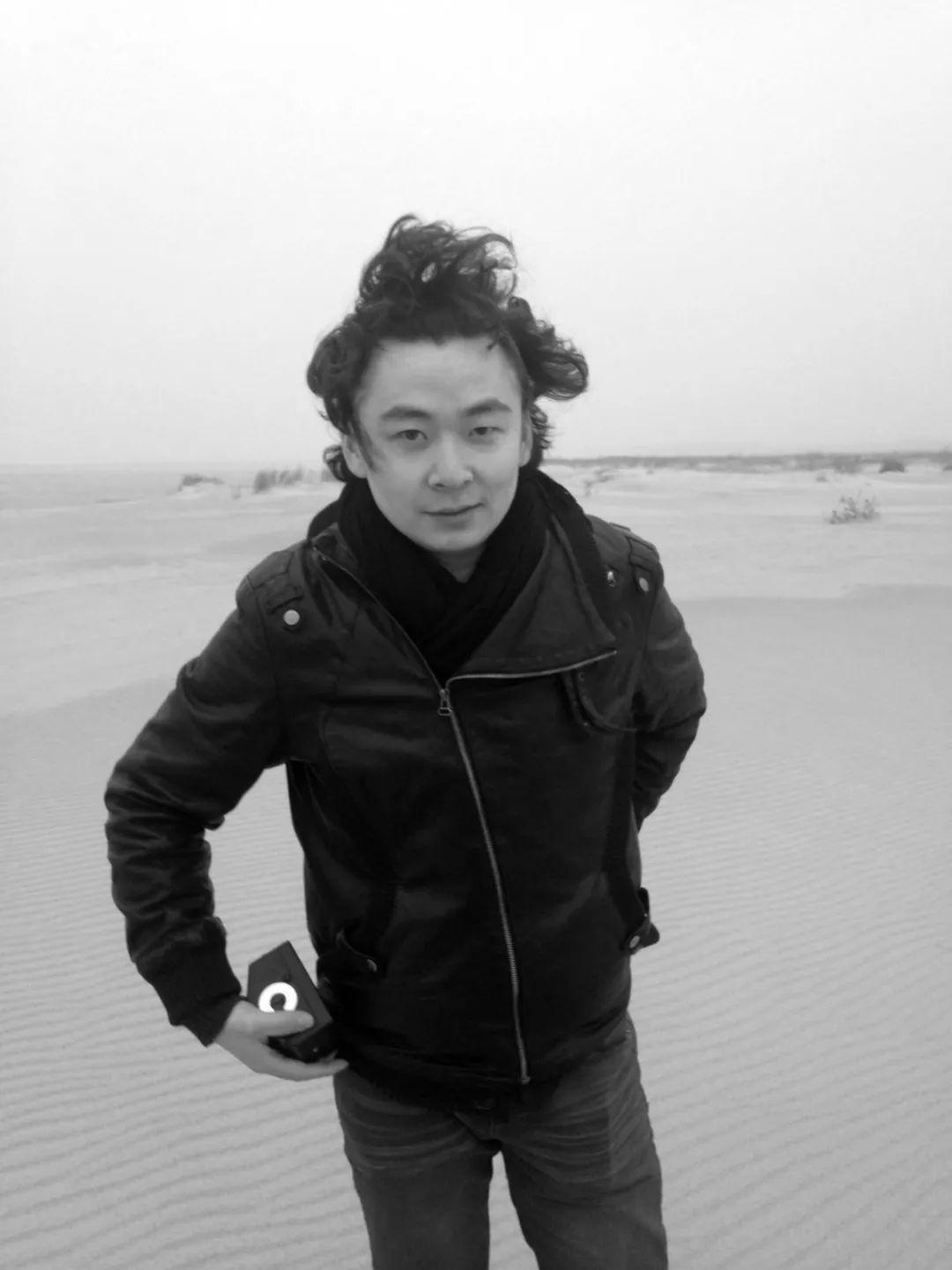 阎洲  艺术家。毕业于西安美术学院,目前工作生活于北京。