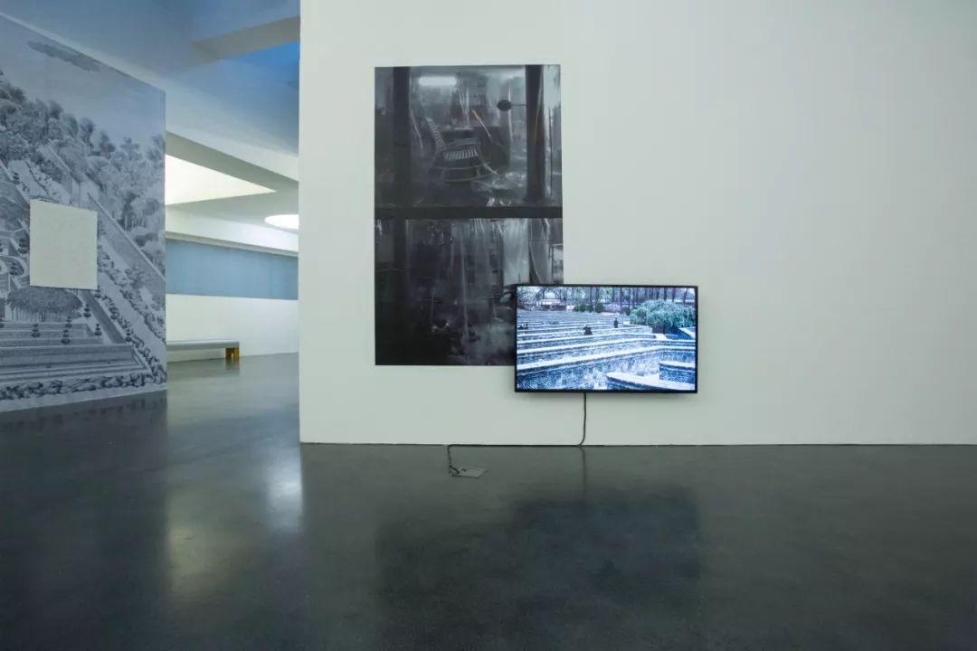 《在移动的亭子和摘不尽的草刺》,阎洲,摄影、影像、文献,尺寸可变,2018年  本次展览委任创作项目